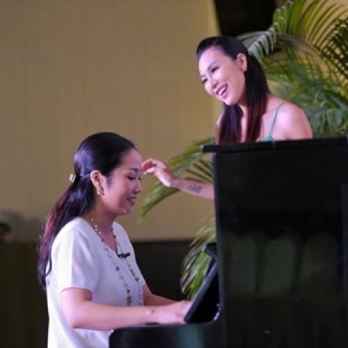Ốc Thanh Vân bất ngờ trổ tài chơi đàn piano