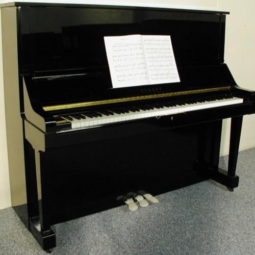 Giới thiệu đàn piano Yamaha UX