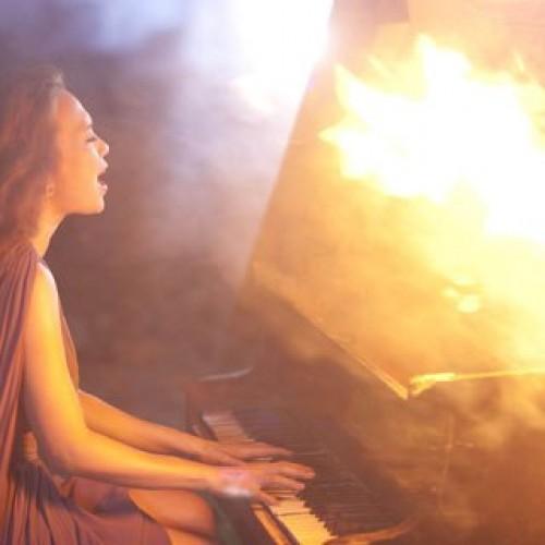 Mỹ Tâm đàn piano trong MV Như một giấc mơ