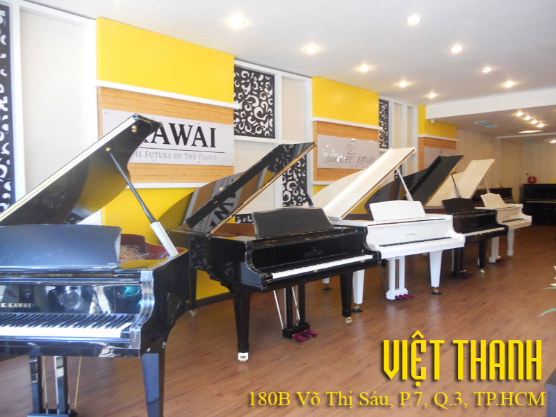 Showroom Piano