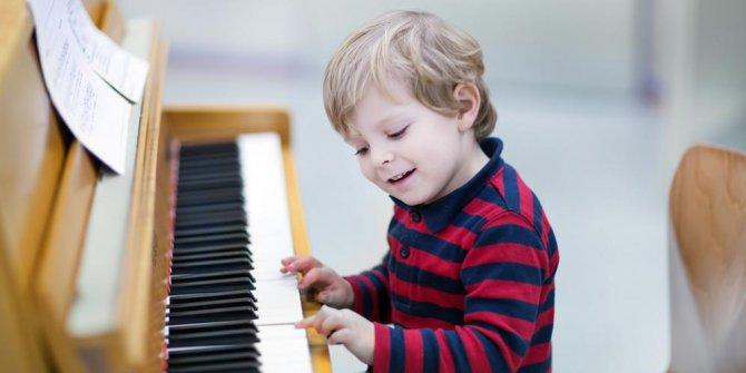 Hướng dẫn chi tiết cách chọn đàn piano cho trẻ