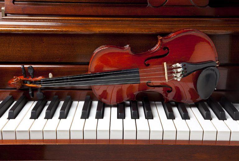 Nên theo học đàn violin hay đàn piano