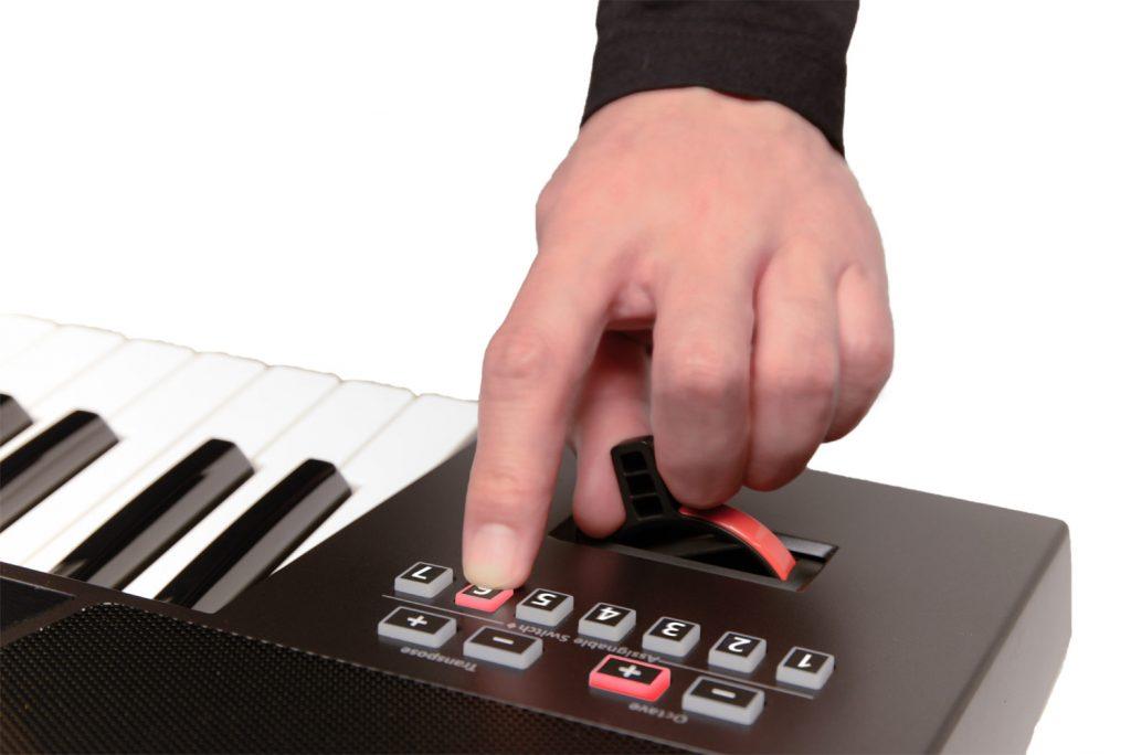 Đàn hỗ trợ các nút điều chỉnh nhanh (Assigntant Switch)