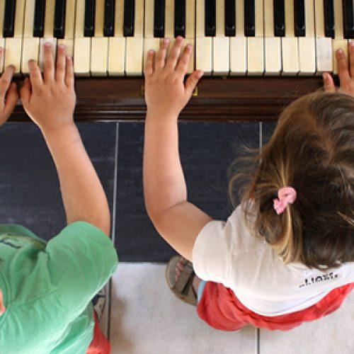 Độ tuổi thích hợp cho bé học đàn organ