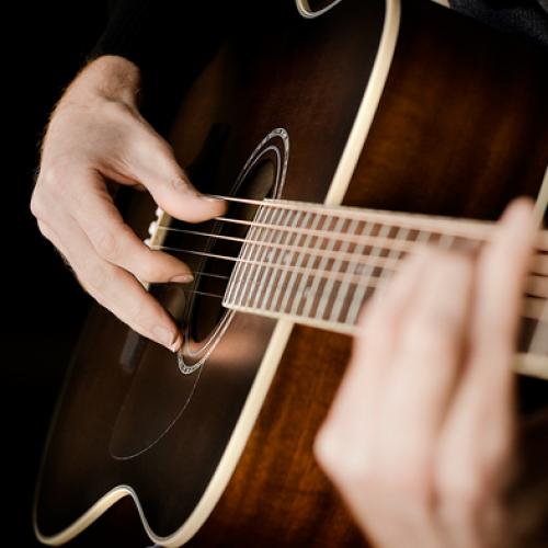 Những bài hát đệm đàn guitar hay nhất cho người mới học