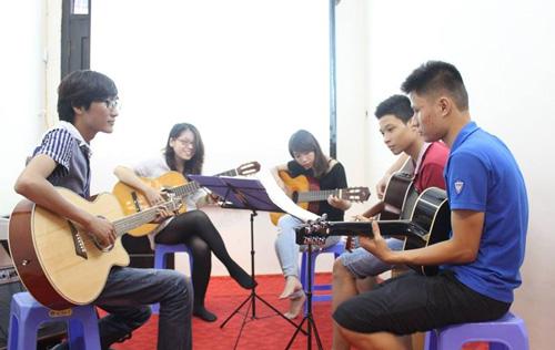Tìm ngay một lớp guitar cơ bản để học