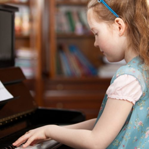 Cẩm nang chọn mua đàn piano cho trẻ mới tập chơi