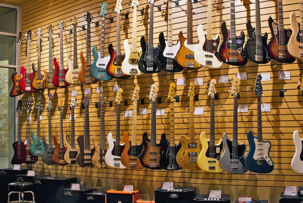 Dịch vụ cho thuê guitar điện, guitar thùng, guitar bass